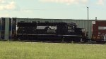 NS GP38-3 loco pushing cars into the yard