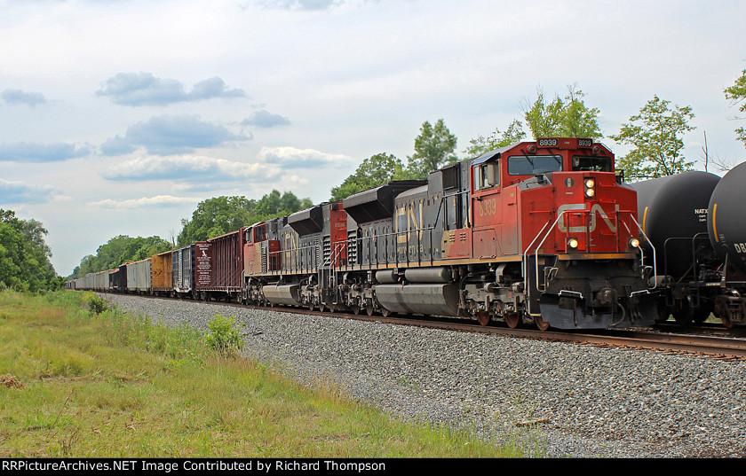 CN 8939 on CSX Q641-17