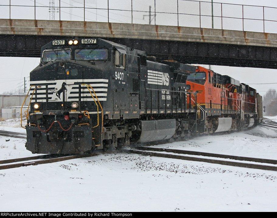 NS 9407 on NS 416 (Conductor Greg Gucwa)
