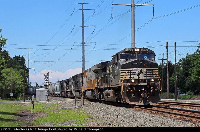 NS 9569 on NS 18A