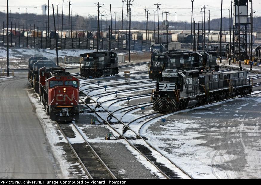 CN 5706 on NS 184