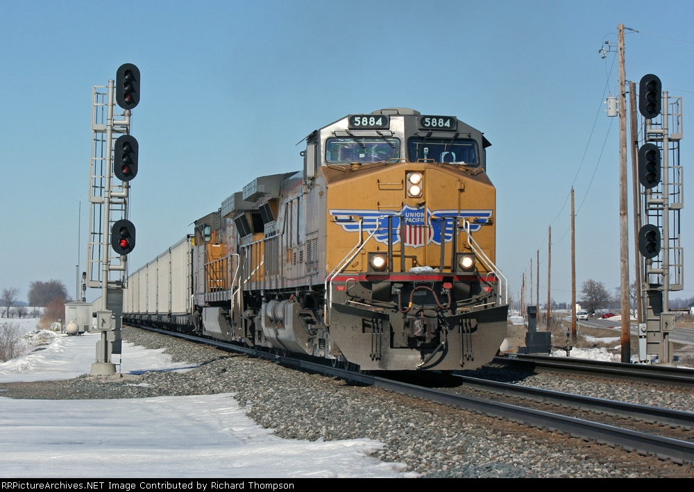 UP 5884 on NS 86W