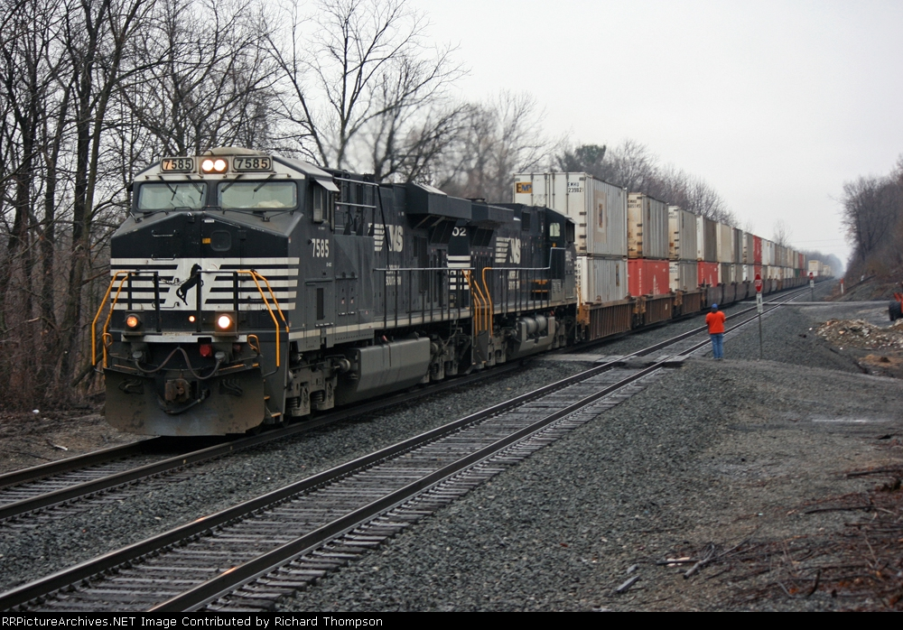 NS 7585 on NS 20R