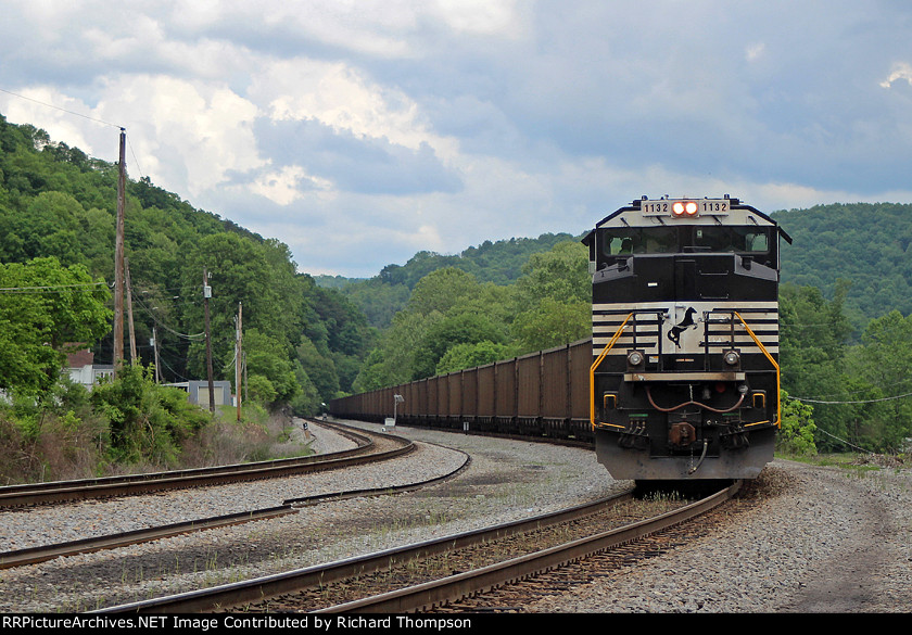 NS 1132 on NS 776 (helpers)