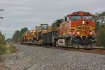 BNSF 4467 on NS O58