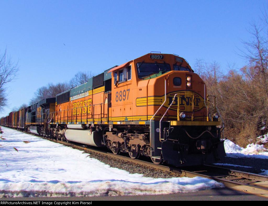 BNSF 8897 CSX Train Q418
