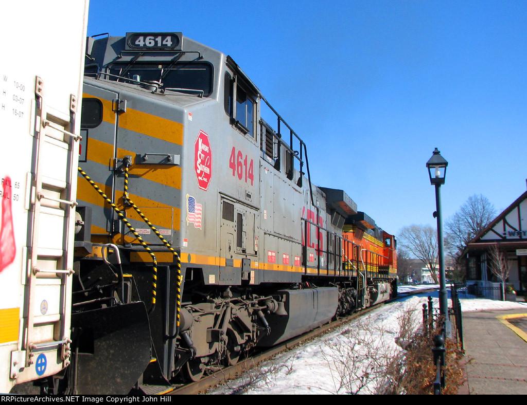 110218013 Eastbound BNSF freight