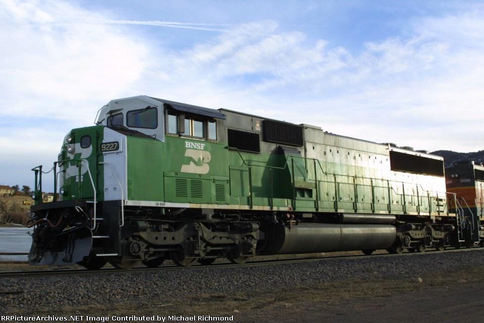 BNSF 9227