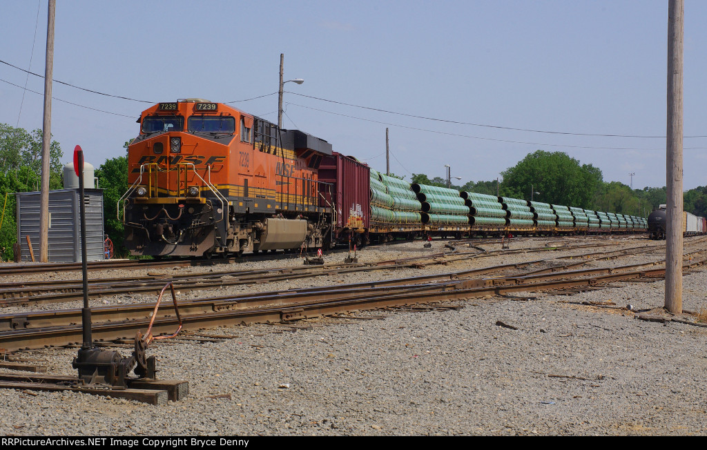 BNSF 7239 leads a Haynesville Shale pipe train in the Riverside Yard