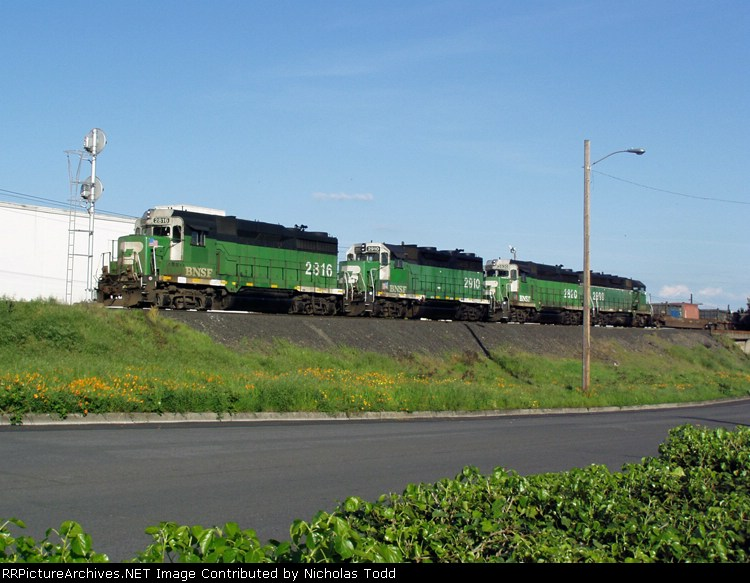 BNSF 2820, 2816, 2910, and 2899