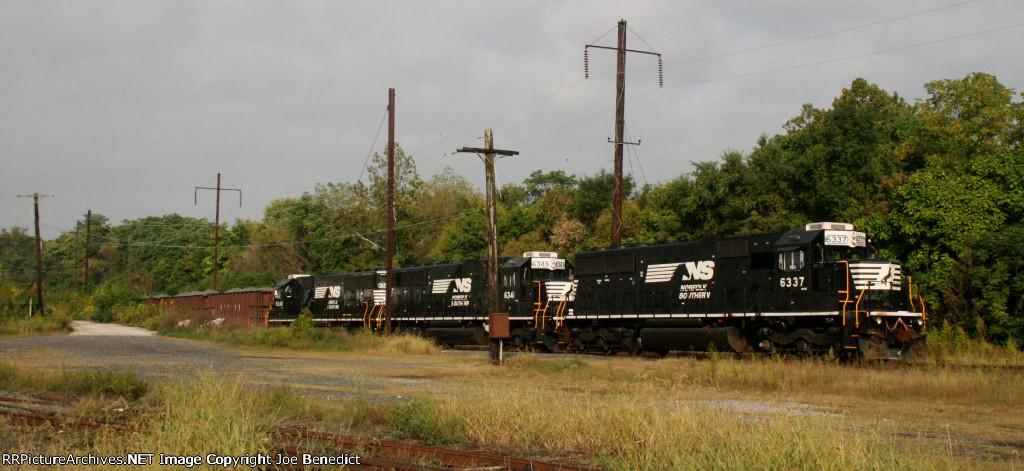 SD40E trio on Herzog train