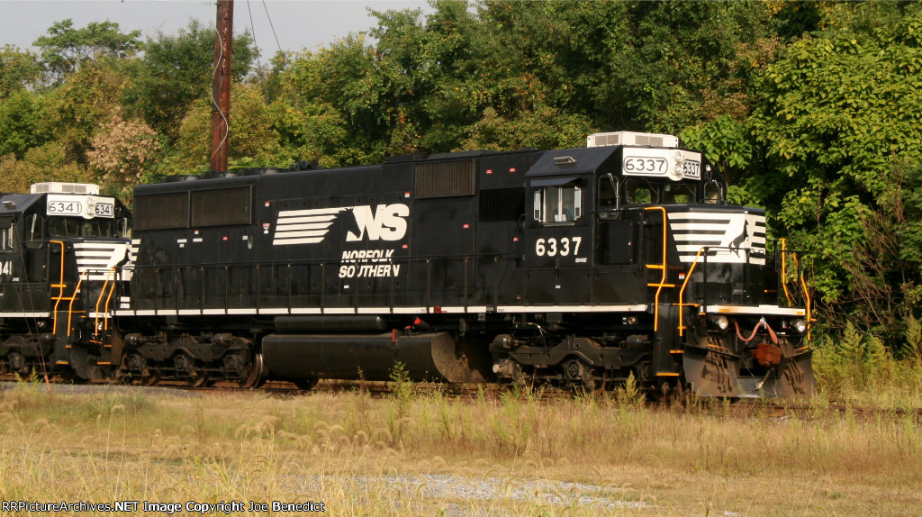 NS 6337 on Herzog ballast train