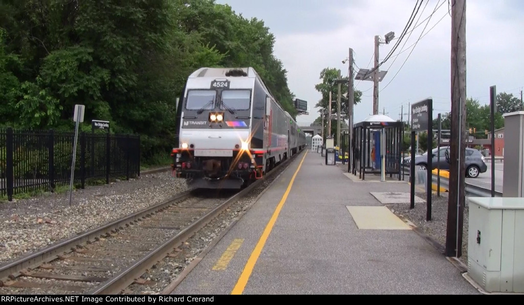 ALP-45DP 4524 on Train 2117