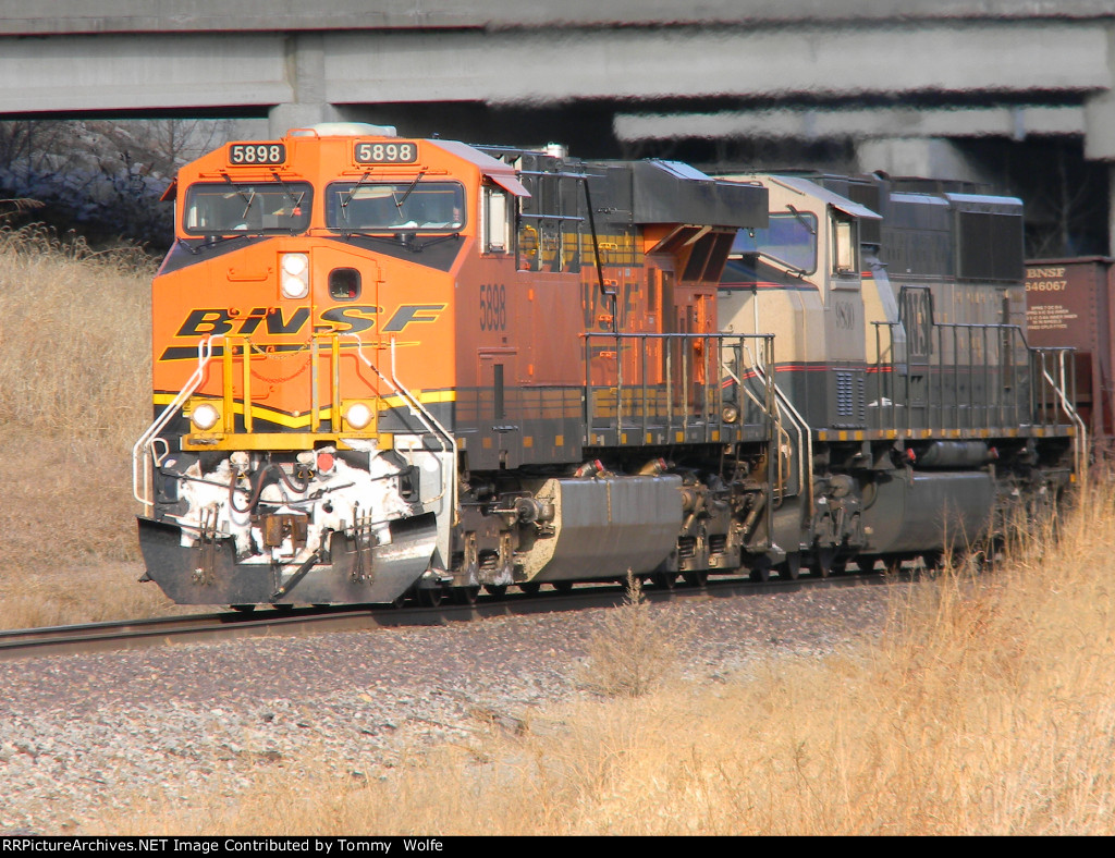 BNSF 5898 Leads an Empty Ore Train South on the K-Line