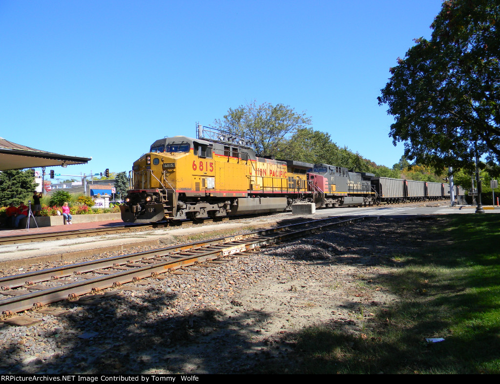 UP 6815 and SP 187 Leads UP Train CCFNA-01