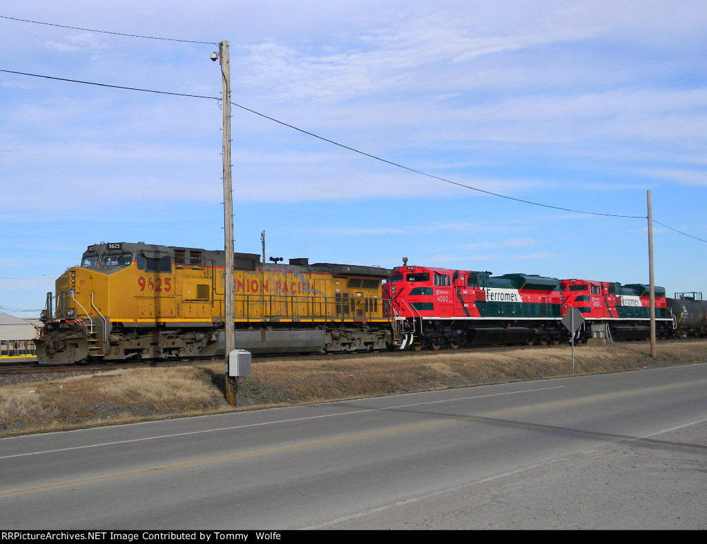 UP 9625 and 2 Brand New Ferromex SD70ACe's Ready to go South