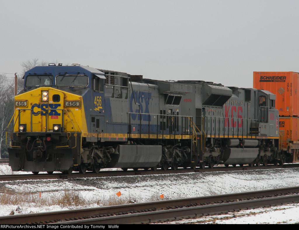 CSX 456 and KCS 4009 on a Northbound Intermodal