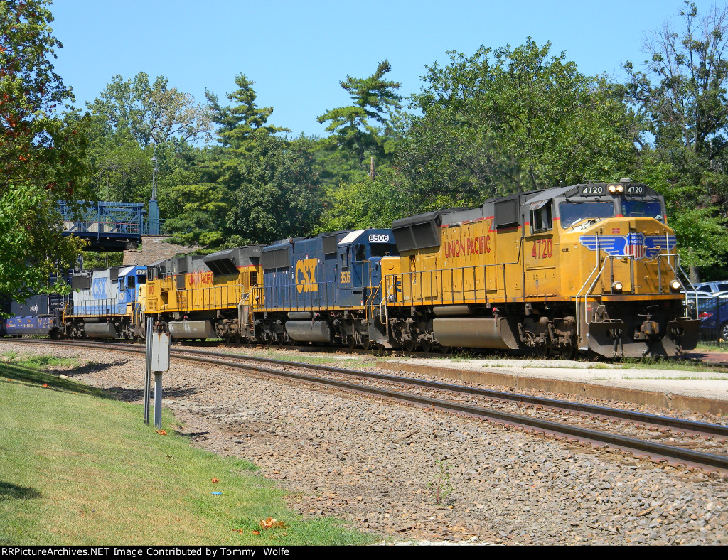 UP 4720 Leads A Great Lash Up on a Eastbound Intermodal Train