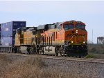BNSF 6899 Leads UP Train IHODU-11