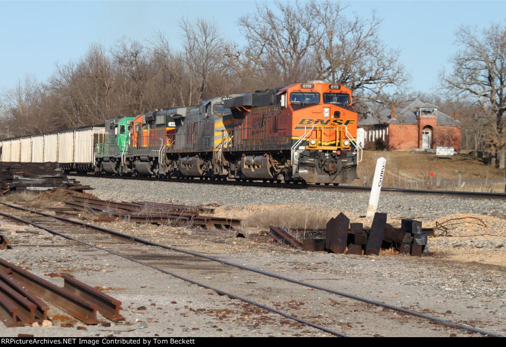 Southbound TXUX train