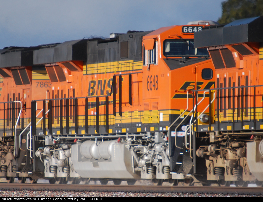 BNSF 6648 rolls westbound towards a crew change at BNSF Needles, CA.
