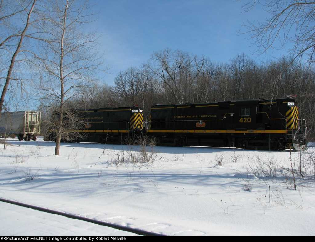 LAL 425 and 420 idle while snow is cleared from switches