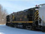 LAL 420 and 425 creep back into the yard with covered hopper and syrup cars