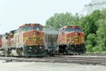 BNSF 507 and BNSF 4677