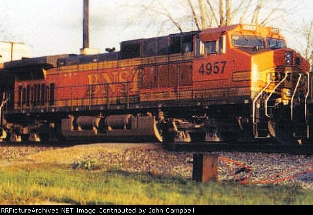 Q686-20 with BNSF 4957 at Fogg