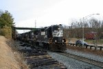 NS P83 switching the yard