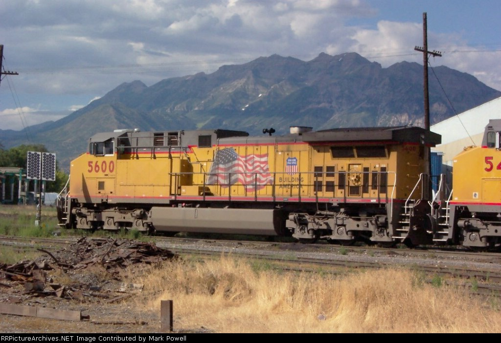 UP 5600 in the yard