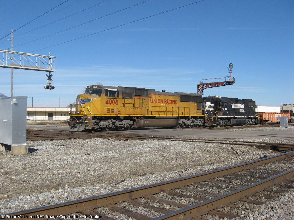 WB freight at 32nd Street