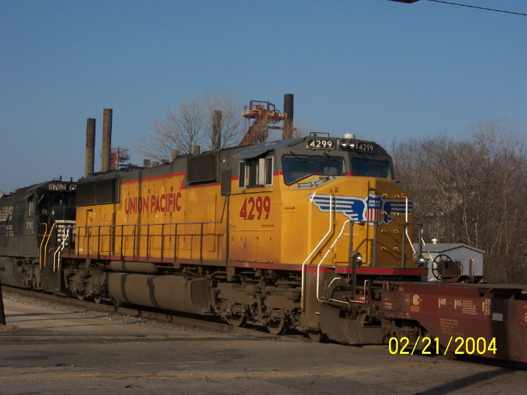 UP 4299 brings up the rear on NS 225