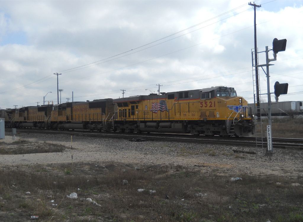 UP 5521  3Mar2011  WB waiting on the side in RANDOLF WB out of KIRBY moving toward town