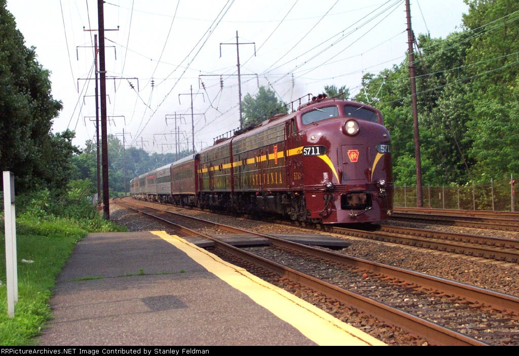 JTFS (PRR) 5711 and 5809 running south at Crum Lynne on th Northeast Corridor.