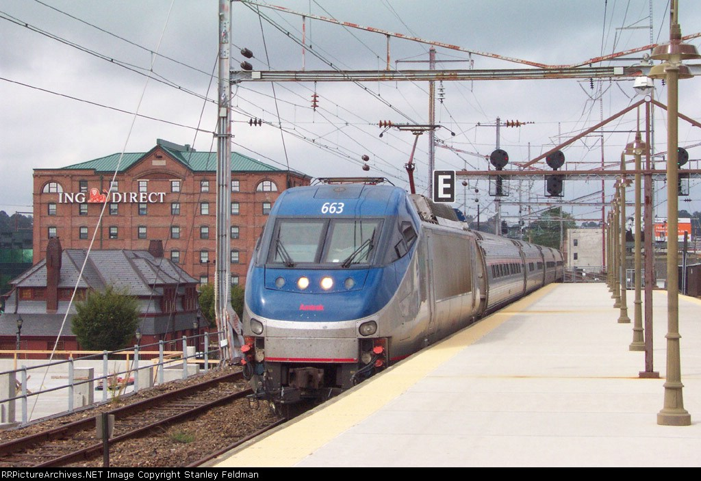 AMTK  HHP-8 663 pulling into Wilmington Station.  9/27/2003