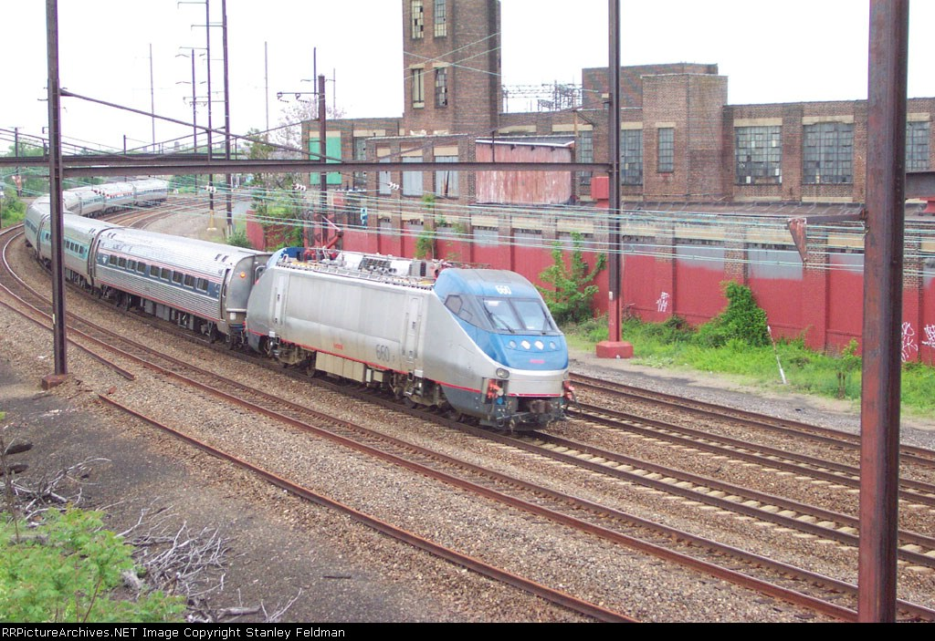 AMTK 660 on the curve at Frankford Junction.  5/11/2003