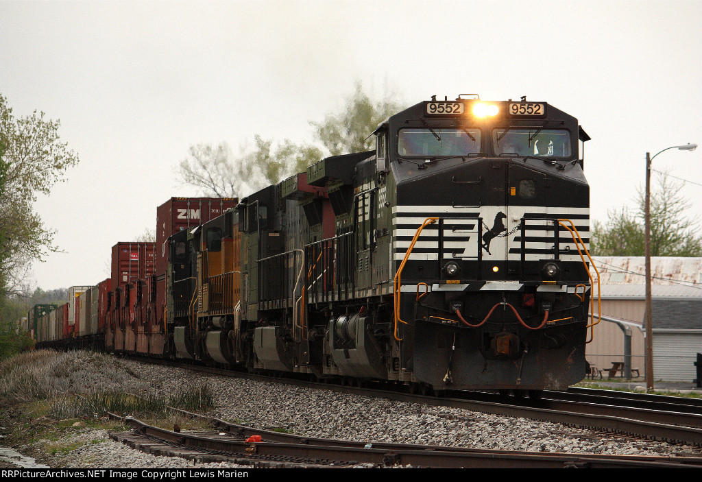 NS 9552, southbound NS train 21T