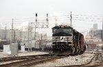 NS 8913, westbound NS train W3J