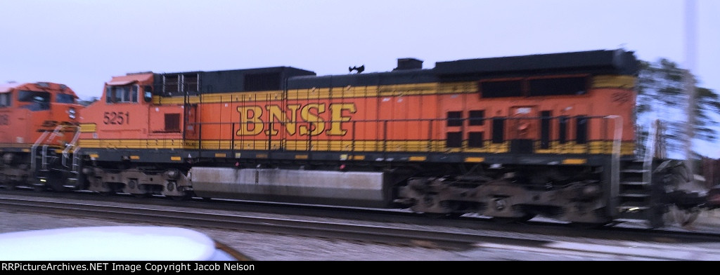 BNSF 5251