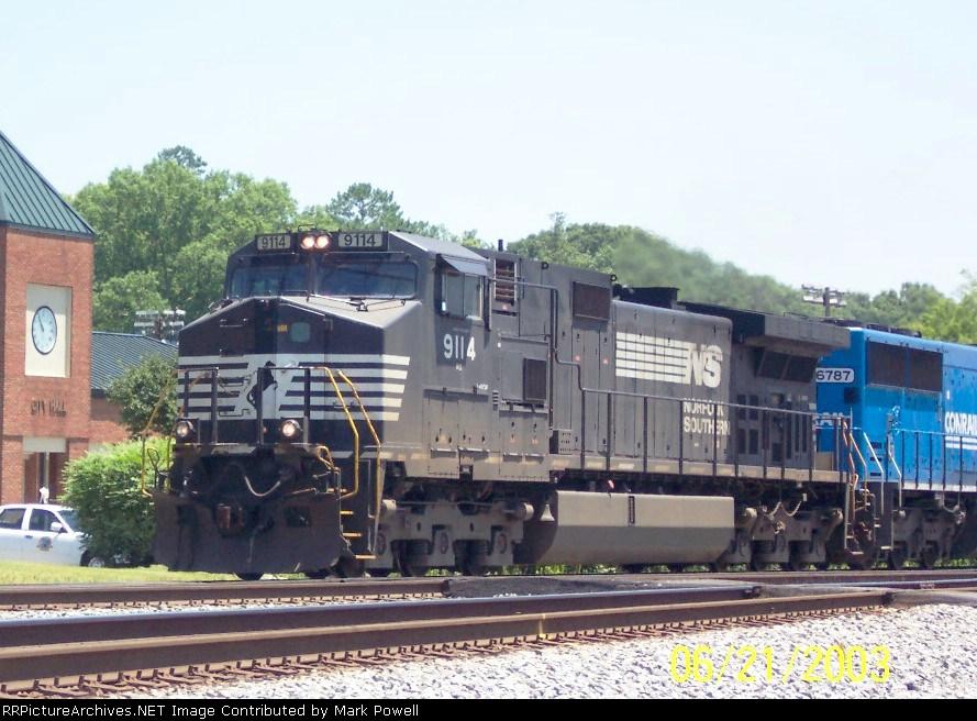 NS 9114 & 6787 heading north
