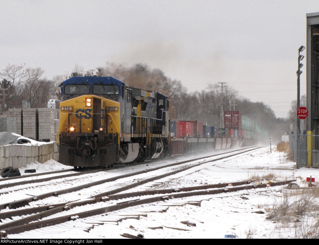 CSX 212 & 7864 work hard at lifting Q196-02 out of town