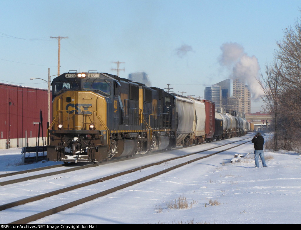 CSX 4520 & 4586 leads Q334-08 east away from downtown