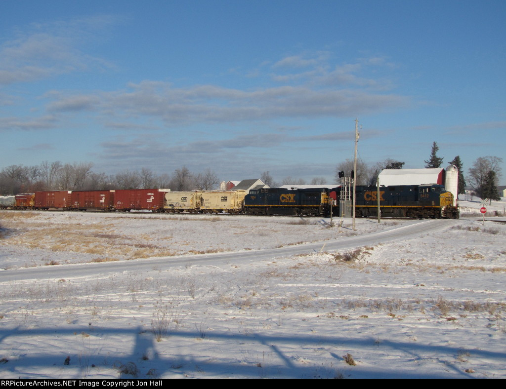 CSX 5412 & 7334 muscles Q334-09 out of the river valley as they cross Snow Rd