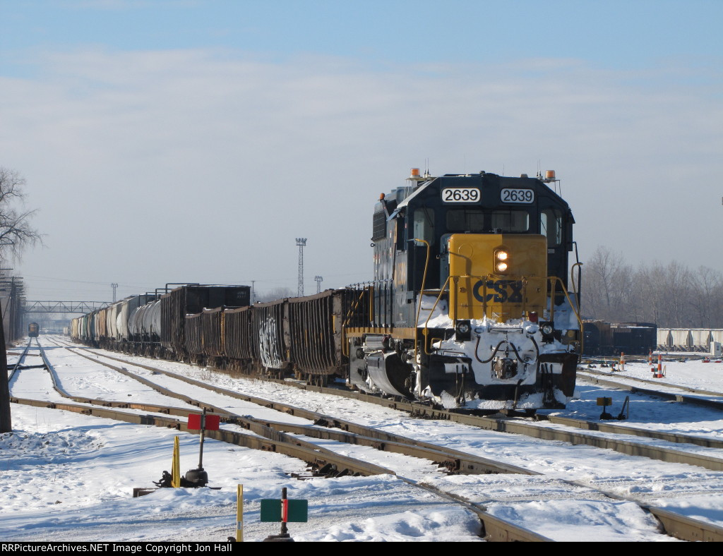2639 drags a cut of cars out of 2 Track as Y195 goes to work