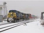 CSX 31 & 7690 lead Q196 east on a snowy January day