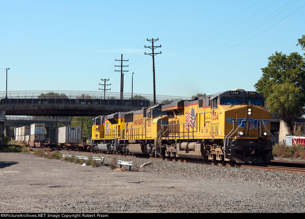 UP 7354 on NS 212