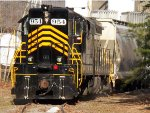 WINCHESTER & WESTERN 954 (SD9M), PULLS A CUT OF CARS OUT OF DURAN GLASS, MILLVILLE, NEW JERSEY