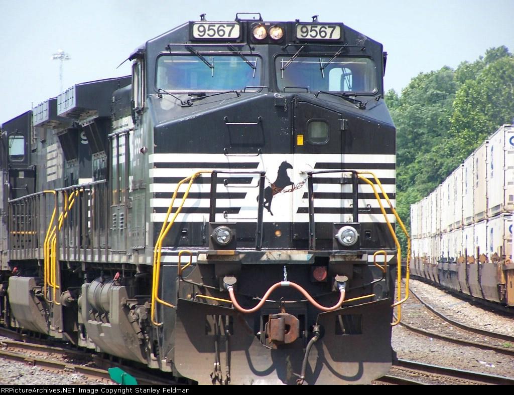 Norfolk Southern 9565  waits at Abrams Yard.  7/10/04