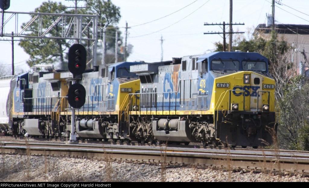CSX 478 leads a train towards Hamlet Yard